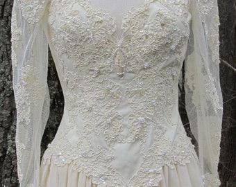 Vintage Ivory Lace Wedding Dress