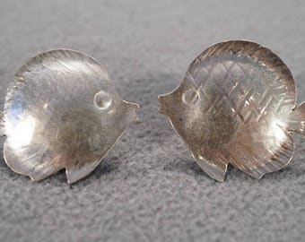 vintage sterling silver etched stud style post earrings in a large fish design   M4