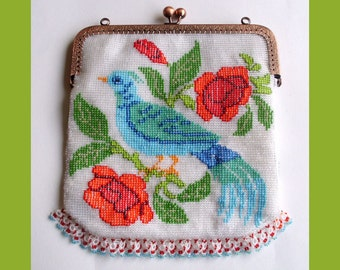 Bird sitting on roses Beaded bag