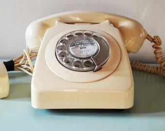 Vintage Cream Coloured British GPO 746 model Rotary Dial Telephone - 1960s