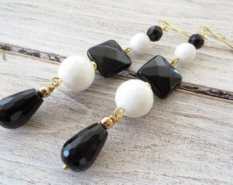 Black onyx earrings, white agate earrings, drop earrings, dangle earrings, contemporary jewelry, italian jewelry, gemstone jewelry, gioielli