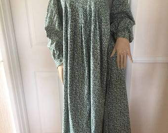 Laura Ashley Beautiful Authentic Vintage Dyers & Printers Summer Smock Maxi Dress  *  Size 6/8 * Fab Vintage Condition