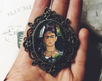 Frida kahlo pendant with real flowers, frida Kahlo necklace, frida kahlo, frida kahlo painting, fridah Kahlo jewelry, Frida kalho, folk art