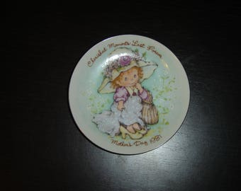 Avon Cherished Moments Last Forever Mothers Day 1981 collector plate mint