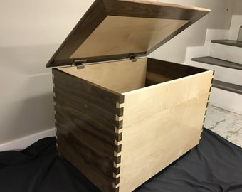 Beautiful dovetail toybox!