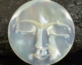 Lustrous Mother-of-Pearl SHELL FACE CAMEO-style Carving Cabochon 3.63 g