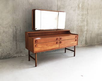 1970's mid century dressing table by Meredrew with adjustable side mirrors