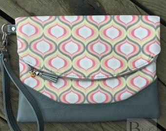 Foldover clutch Handbag wristlet