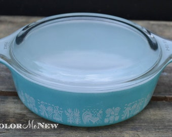 Vintage Pyrex - Amish Butterprint  - White on Turquoise - Casserole Dish with Lid- 1 Pint 471