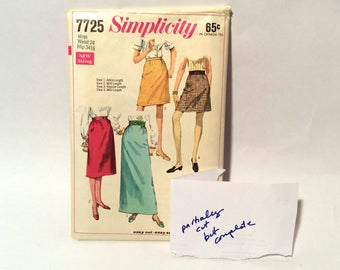 Vintage 1970s Sewing Pattern Simplicity 7725 - SKIRTS in FOUR LENGTHS, Waist 24, Hip 34 1/2 - Retro Fashion, Styles, Trends