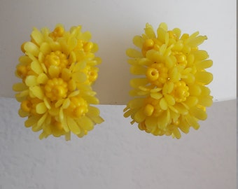 Vintage Lucite/Soft Plastic Yellow Floral Clip On Earrings
