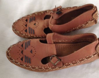 Vintage Mainframe T-strap women's mocassins driving shoes brown with black trim size 8