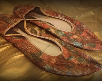 1950's Bertlyn New York colourful gold brocade pointed flat shoes 1/4'' heel 7.5 8  US size