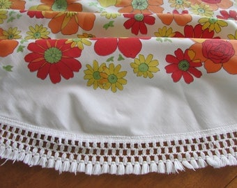 Vintage Round 70s Tablecloth - Floral Tablecloth - Red, Yellow, Orange and Green - Garden Party - Cotton Tablecloth - Retro Linen