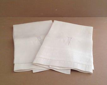 Vintage Irish Huck Linen Guest Towels, Pair, Set of 2, With Nondecript, Center Monogram, Resembles Torch, From 1950s, Damask, Celtic Knot