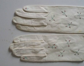 S / Embroidered Leather Vintage Gloves  / Ivory White Kid Leather / Short Gloves / Small