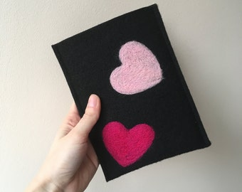 Handmade Kindle Paperwhite case. Kindle Voyage etui with light and dark pink hearts.Wool ereader case. Black Kindle Cover