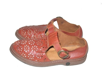 Vintage joseph's classic cognac tan brown perforated cut out engraved low heeled buckeled leather boho hippie huaraches sandals 36/37 size 6