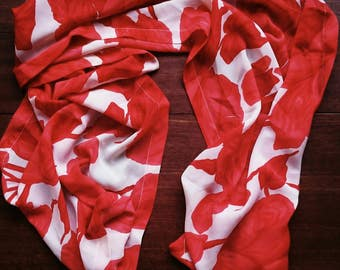 Beautiful shawl, foulard by Edgar Vos with beautiful roses decoration. The scarf has a nice deep, saturated red color. By 17.25 for.