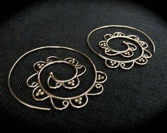 """Spiral Earring """"Madurai"""" - brass"""