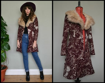 Amazing Vintage Polyester Lightweight Patterned Maroon Purple Coat with real fur collar.