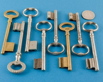Vintage Keys - French Keys - Steampunk - Theatre or TV props - Retro Costume Play