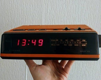 Vintage Siemens RG 220 radio alarm clock 70s design