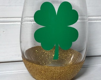 Clover//Glitter Wine Glass//St. Patrick's Day//Green