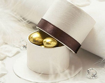 Traditional Luxury Ribboned Top Hat Ready Made Wedding Favour Box, Gift Box, Whit with Chocolate Brown Ribbon - Pack of 10