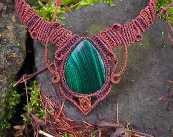 Necklace macrame with Malachite