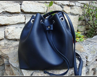 Small bucket bag black leatherette Black bucket bag