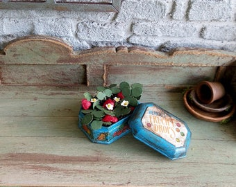 Plant miniature, miniature Strawberry in Tin metal, accessory decoration garden 1:12 scale Dollhouse