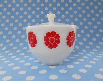 Vintage Federal Glass Red Daisy Casserole with Lid  1 1/2 Qt 1970's   #10242