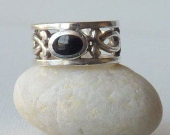 Sterling Silver Band Ring Vintage  Black Onyx Wide Ring, 925 Sterling Ring, Simple Onyx Ring, Ring Size 7, 70's,Retro Ring 925, Onyx Jewelry
