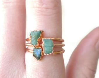 Raw Emerald Ring - May Birthstone - Greenery - Copper Electroformed - Natural Emerald Ring - Green Stone Stacking Ring - Uncut Emerald