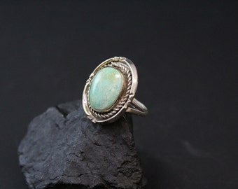 Vintage Sterling Silver and Turquoise Native American Navajo Ring with Rope Border
