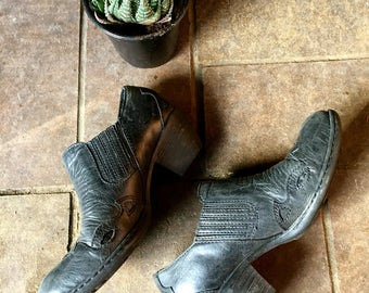 Western Style black leather chelsea boots//Size 6//ankle boots