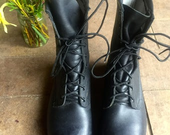 Vintage Black Leather Combat boots//Heavy Duty//Women's 8.5-9//Mens 7.5//Wide//Excellent condition