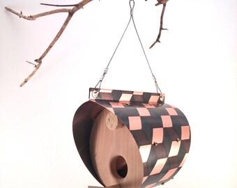 Cuivre patiné et mangeoire à oiseaux cèdre - tonneau avec motif de cube