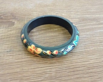 Vintage Wooden 1970's Bangle, hand painted with flowers. Excellent condition.