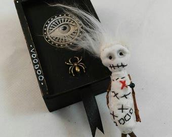 Voodoo brooch- art doll-art box-OOAK-wirchcraft-magic.complements-fantasy jewelry-macabre-oddity-goth-freak