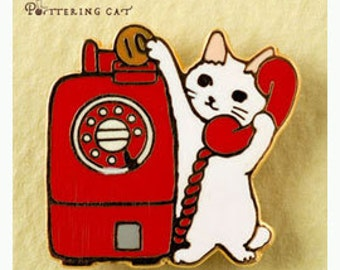 """NEW Pottering Cat """" Red telephone"""" Pin"""