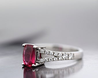 Natural Ceylon Padparadscha Ring in 18 ct White Gold and Diamond