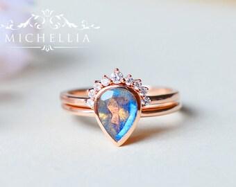 Labradorite Pear Engagement Ring Bridal Set, 14K 18K Gold Labradorite Ring and Wedding Band Set, Solid Gold Labradorite Ring
