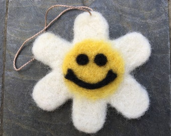 Needle Felted Smiley Face Daisy Ornament, Needle Felted Daisy Ornament, Smiley Face Daisy Ornament, Daisy Ornament