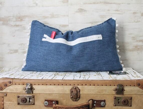coussin bleu coussin pompons d cor bleu boh me chic. Black Bedroom Furniture Sets. Home Design Ideas