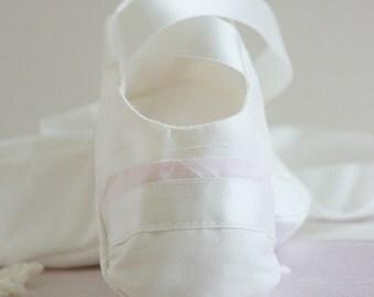 Christening Booties/Echo Baptism booties/Christening Shoes/Baptism shoes/Baby shoes/Girls Christening Shoes/Girls baby booties/Ivory booties