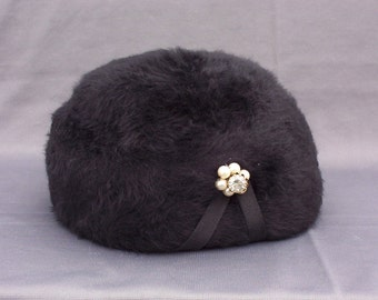 Vintage Black Faux Fur and Wool Hat with Faux Pearl Accent, 1960s
