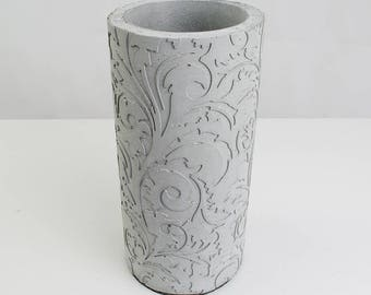 "Vase ""Flora"" from concrete"