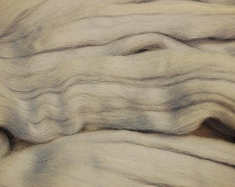 Grey merino wool roving/tops - 50g. Great for wet felting / needle felting, and hand spinning projects.